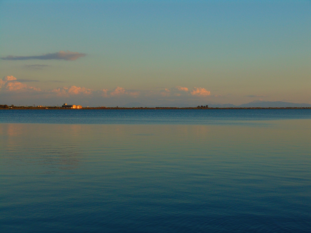 Bucht Aitoliko am Abend