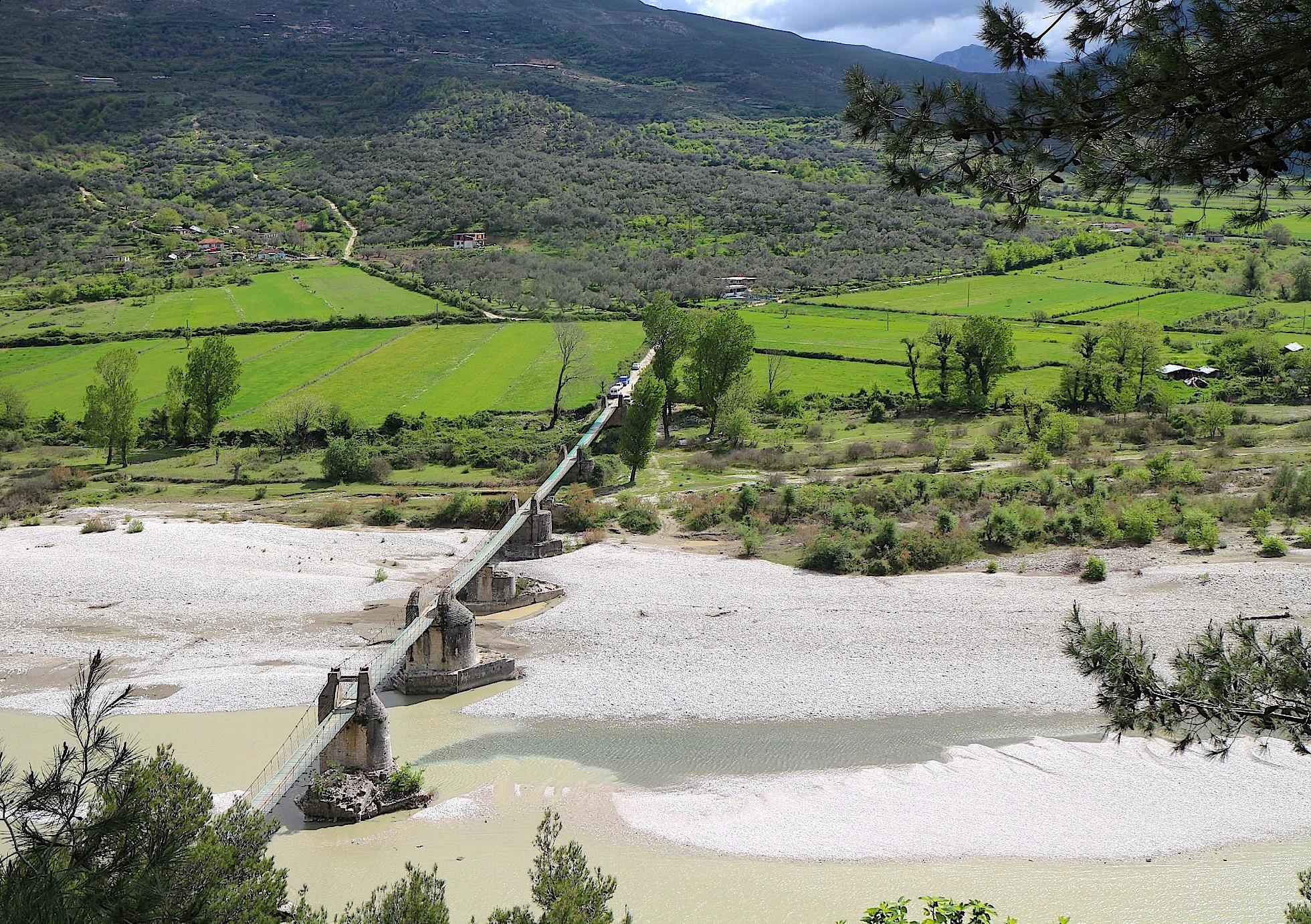 Die Brücke über die Vjosa