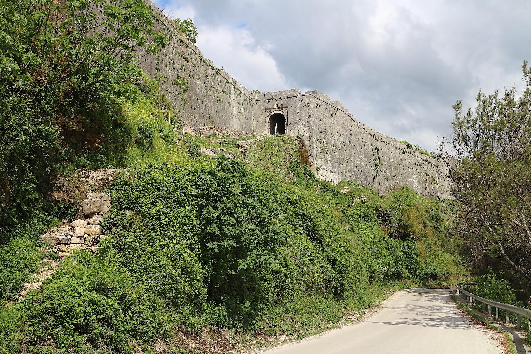 Festung von der Talseite